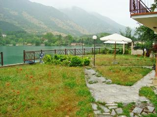 Villa on the lake with beach, Pettorano sul Gizio