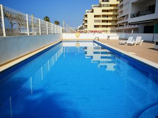 Apartment with pool by the beach in Algarve, Quarteira