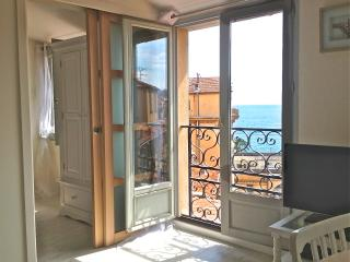Ideally situated Vieux Nice apartment with stunnin