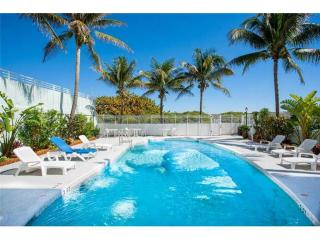 Amazing on the BEACH 1BD WATERFRONT ON OCEAN DRIVE, Miami Beach