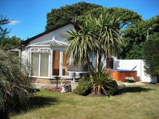 Malleny Cottage with Hot Tub, Carnoustie