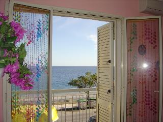 Apartment by the sea, near Tao, Santa Teresa di Riva