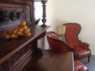 Historic three bedroom Florentine guest house with plenty of space, satellite TV and wi-fi access, Florence