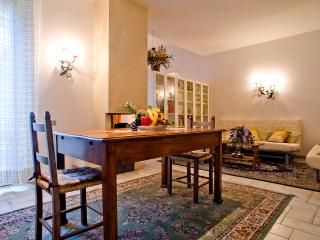Spacious, six bedroom apartment in central Florenc, Florence