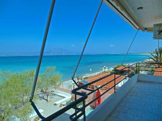 VRACHATI BEACH SUITES for 4 pe, Corinth