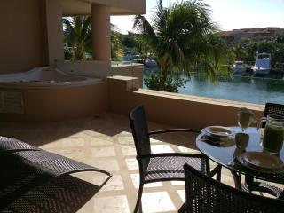Magical Location with Beach and Lively Centro, Puerto Aventuras