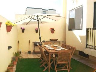 Mellieha 5 bedroom house with large terrace & bbq