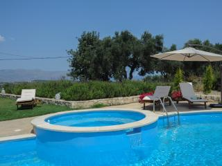 *Nimertis* villa with private pool, Chania