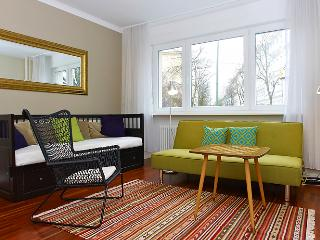 Beautiful Berlin Ground Floor Apartment, Berlín