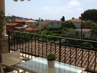 Elegant Cote d'Azur holiday apartment with balcony, St-Jean-Cap-Ferrat