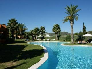 House with pool in golf court, Cala Llonga