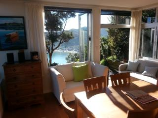 The Gum Tree Cottage York Bay Eastbourne Wellington, Lowry Bay