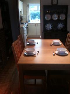 Dining Table extends to seat 6 comfortably