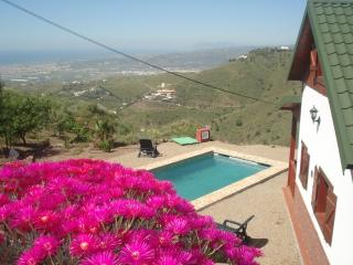 Cozy wooden house with private pool (Aries), Algarrobo