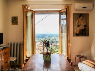 Holiday apartment under the Tuscan sun, sleeps 4, Cortona