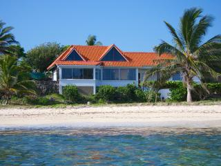Roots Cottage - 2 Bedrooms, Silver Sands