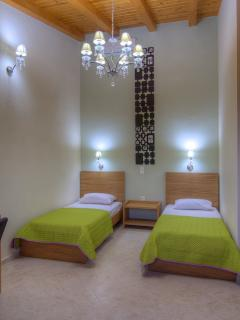 Well equipped twin bedroom