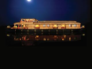SAAMs Luxury House Boat Kerala, Kumarakom