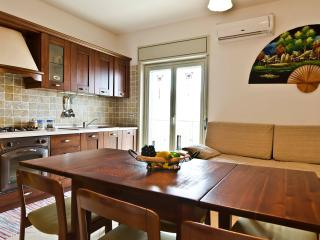 Modern beach apt with parking, Roccalumera