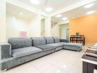 Clean, Safe 3-Storey Landed Vacation House Penang, Bayan Lepas
