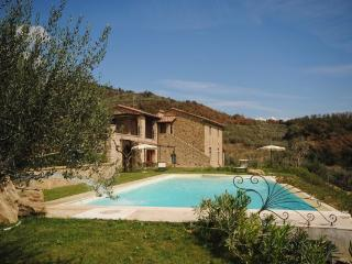 Recently reconstructed villa in the Tuscany hills boasts private pool, jacuzzi and garden, sleeps 9, Castiglion Fiorentino