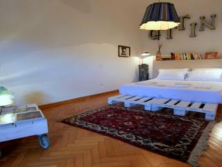 Designer Penthouse, Dome Square, Florence