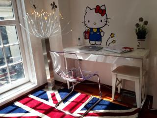 Trafalgar Square's Hello Kitty House!, London