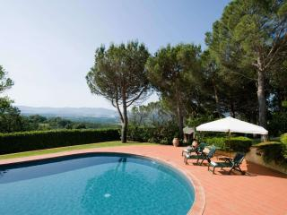 Nice villa in Tuscany hills with large garden and private pool, sleeps 9, Capolona