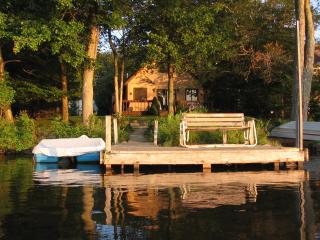 Lakefront Chalet with Boats, Beach, Dock, Sauna..., Tobyhanna