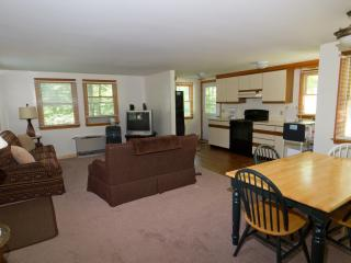 Two bedroom home, steps from Perkins Cove. Full AC, Ogunquit