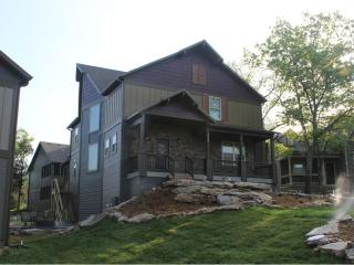 Plum Tree Lodge-7 Bedrooms in Branson Canyon!!, Hollister