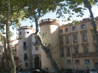 Place de la Republique Duplex, Ceret