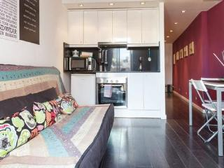 Stylish Two Bedroom  Apartment In Center  Of Barcelona