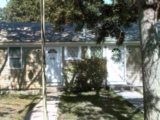 Five Beaches 'Cottage', 3 BR, 2 Kitchen, 2 Bath, South Yarmouth