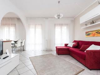 Bright 2 bedroom apartment with terrace in central Pisa