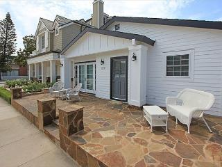 Newly Renovated Favorite Peninsula Point Home w/Front & Back Patios! (68104), Newport Beach