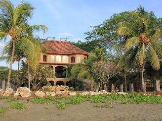 Beach Front Family Friendly Vacation Home W/AC FL1, Playa Flamingo