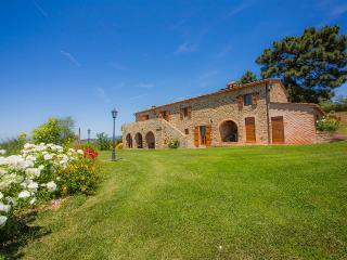 La Contea with swimming pool and panoramic view near Cortona