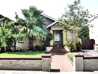 1937 Brick 2 bedroom home 4 blocks from the beach, Galveston