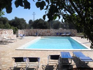 Francesca Cottage in Aurasia with pool, Ostuni