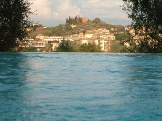 Accomodation in attractive villa in the Tuscan hills with pool and garden, Castelfiorentino