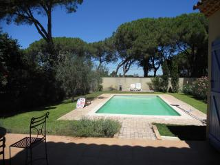 Villa with Private Pool Garden ,WIFI,Pet Friendly, Aigues-Mortes