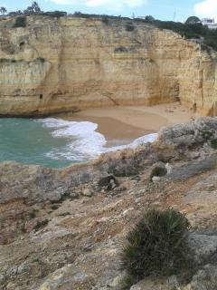 15 minutes walk to secluded Carvalho