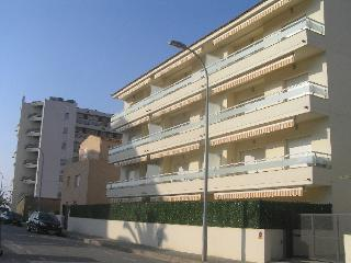 Victoria Park 50m to beach + pool, L'Estartit