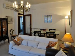 Lovely apartment near the beach with parking place, Viareggio