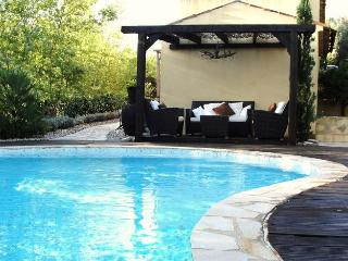Gorgeous Provencal villa in Alpes Maritimes offers private swimming pool, garden and easy beach access, Le Trayas