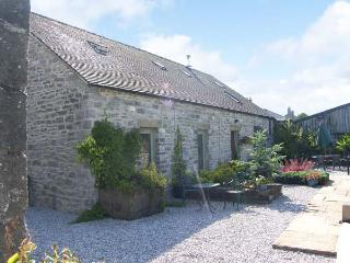 SPINGLE BARN, pet friendly, luxury holiday cottage, with a garden in Monyash, Ref 5469