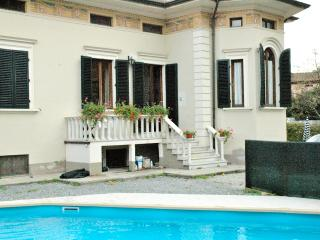 Beautifully restored villa near Lucca with private, Ponte a Moriano