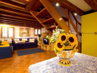 cozy single house at 5 min. from St Mark square, City of Venice