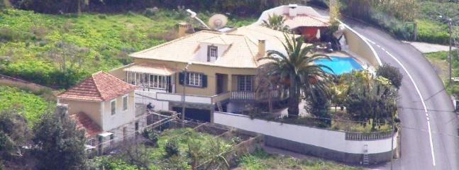 birds eye view of house